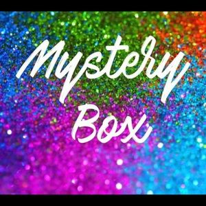 Other - 🌼🌼🌼 CLOTHING MYSTERY BOX $200 VALUE 🌼🌼🌼